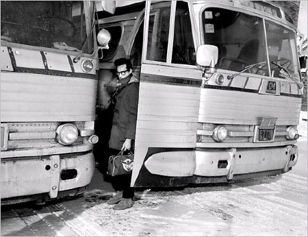 Famous_Lewis_Allen_photo_Buddy_leaving_the_bus.jpg