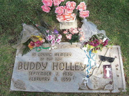 Buddy_Holley_Grave_2007.jpg