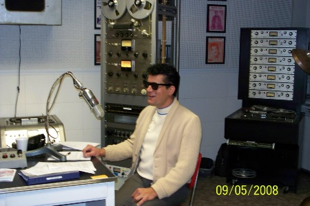 Johnny_live_on_Clovis_Radio_2008.jpg